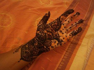 tatouage au henna Mehndi.....