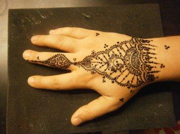 tatouage au henné mehndi......