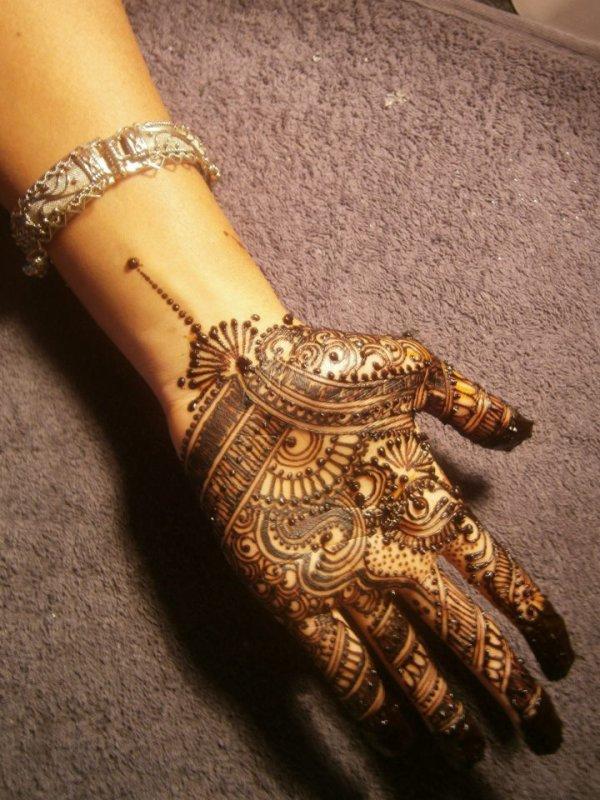 tatouage au henné: style mehndi......