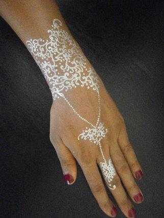 tatouage bijoux : poudre diamant...........