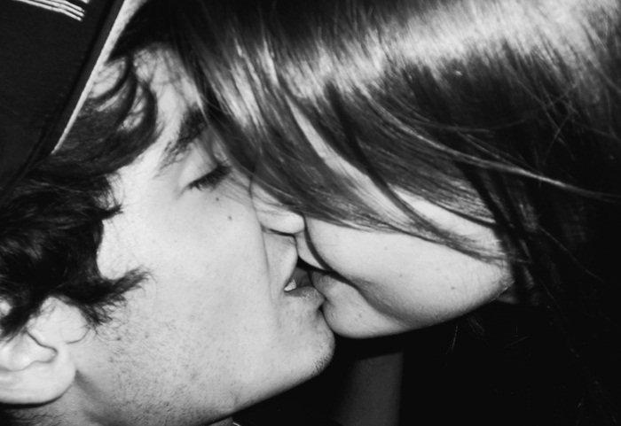 . « Parce que, au fond, c'est ça l'amour : une déclaration d'éternité qui doit se réaliser ou se déployer comme elle peut dans le temps. Oui, le bonheur amoureux est la preuve que le temps peut accueillir l'éternité. »  [Alain Badiou - Éloge de l'amour]