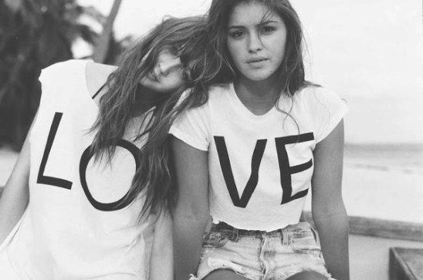 """""""On n'aime pas quelqu'un à cause de son apparence ni de ses vêtements ou de sa voiture. On aime quelqu'un parce qu'il nous fait écouter une chanson que personne d'autre ne peut comprendre."""""""