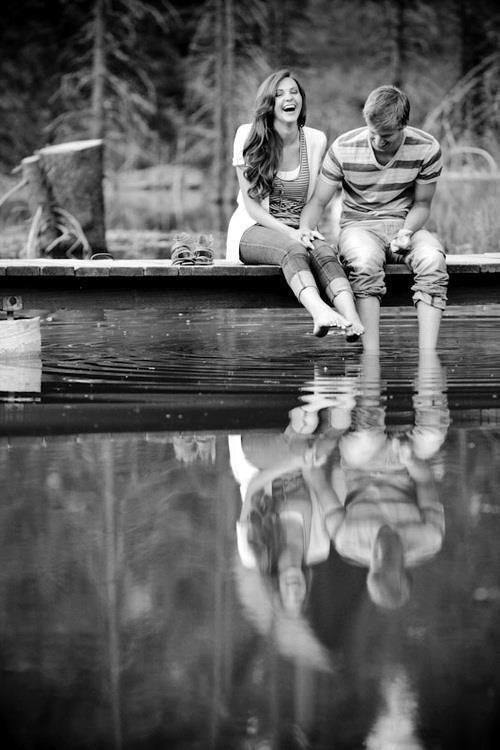 """""""J'crois que les histoires d'amour c'est comme les voyages en train et quand j'vois tous ces voyageurs parfois j'aimerais en être un."""""""