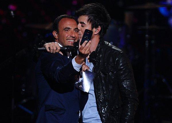 Enrique Iglesias & Nikos Aliagas aux NRJ Music Awards 2011 • J'aiiiiiiiiiiiiiiiiiiiiiiiiiiiiiiiiiiime !  ♥