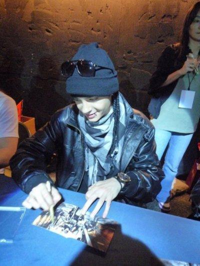 """» Je suis Fan de Tokio Hotel & je le vis bien :D ♥ «                             """"Certaine filles sont comme les cacahuètes , dur à ouvrir au début mais après tellement bonne !"""" Tom Kaulitz ♥."""