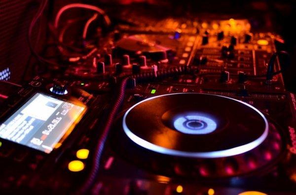 SB-DJ In the Mix : Découvrez mon Nouveau Set House & Future House, le DJ-Set #49