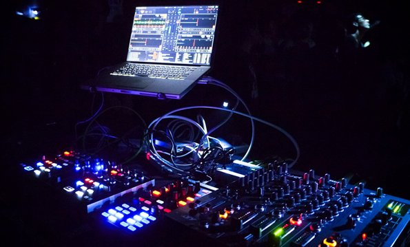 SB-DJ In the Mix : Découvrez ce Nouveau Set Techno-Trance, le DJ-Set #58