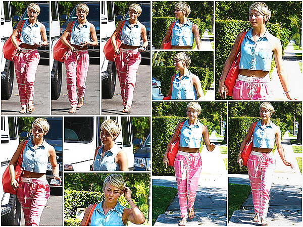 *16/04/14 : Pas maquillée, Julianne Hough a été repérée seule dans les rues ensoleillées de Los Angeles hier.Je ne suis pas fan de son pantalon qui fait trop pyjama à mon gout mais j'aime sa petite blouse en jeans et ses sandales. ___ Vos avis ?*