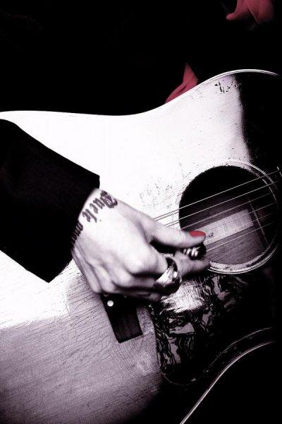 Miyavi, mon japonais d'amour * a bavé pendant 2h au concert qui a eu lieu le 26 mars 2011*