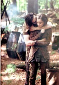 """""""Perd ton temps avec une personne qui en vaut la peine et non avec une personne qui s'en fou de ta peine."""""""