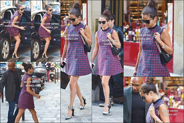 30/09/14: Selena Gomez faisant du shooping dans Paris.
