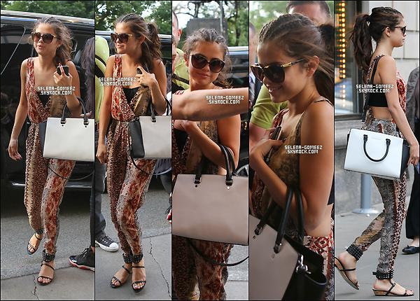 20/08/13: Selena Gomez arrivant à son hôtel à New-York.