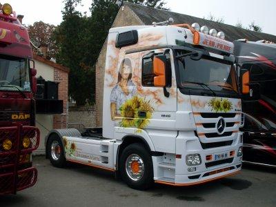 Mercedes la passion du camion d cor am ricain tuning for Camion americain interieur