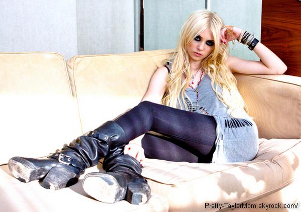 """Encore une image du shoot de Taylor pour """"Disorder Magazine"""" est apparu. Et c'est celle-là."""