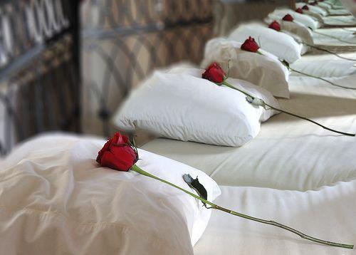 """bonne nuitJe t'envoie un drap de bonheur... ♥ une couverture de douceur... ♥ un parfum de rose... ♥ et un oreiller d'Amour... ♥ J'espère qu'avec tout cela tu vas bien dormir... ♥♥♥¯) ¸.☆´¯)♦♥´¯) ¸.☆´¯) (⁀‵⁀,) ✫ ✫ ✫Belle et douce nuit .`⋎´✫¸.•°*""""˜˜""""*°•.✫Au pays magique et Féerique ✫¸.•°*""""˜˜""""*°•.✫ ✫Doux rêves •°*""""˜˜""""*°•.✫ ✫ ✫ Bisous du C½ur à chacun de vous ♥♥♥"""