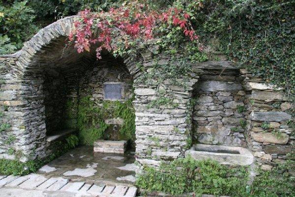 FUNTANA FRESCA la fontaine des amoureux a Pietracorbara (cap corse)