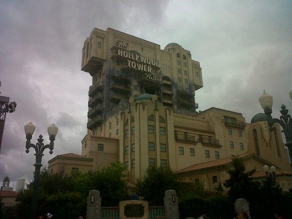 THE HOLLYWOOD TOWER HOTEL A DISNEYLAND STUDIO