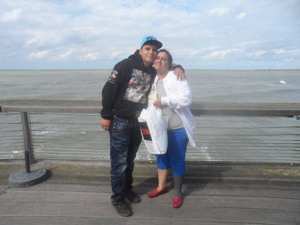 ma femme et moi et mon fils