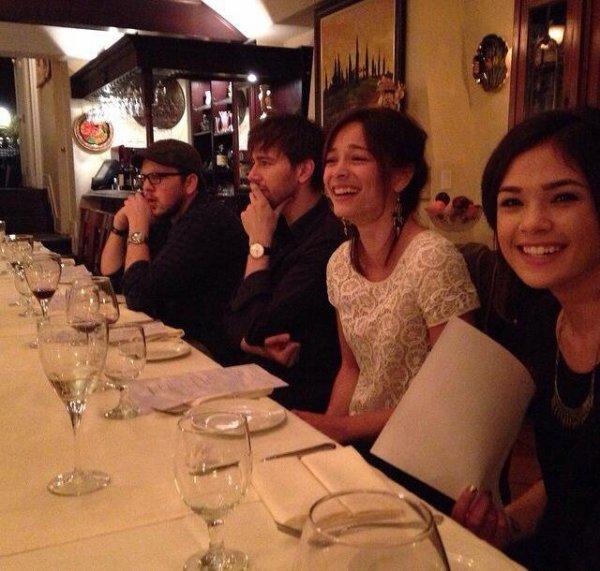 Kristin en compagnie de Nicole et Austin lors d'un dîner avec le cast de Reign