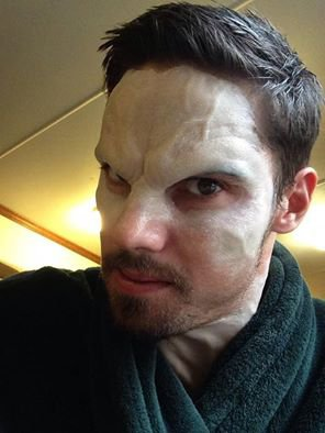 Jay Ryan maquillage
