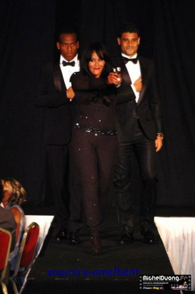 Amel Bent defilé 25 mai 2011