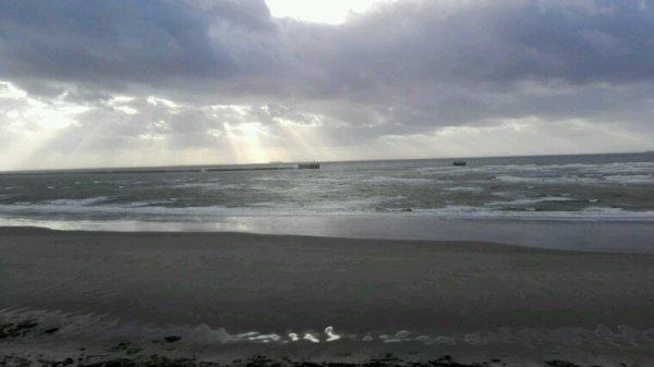 Photos prises au début au moulin Wibert et après sur la parapet de la plage de Boulogne sur Mer j'adore ce vent violent, dimanche il faudra etre très prudent des hauteurs