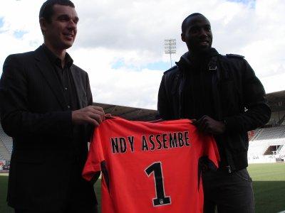 PRESENTATION MAILLOT ASNL GARDIEN ROLAND NDY ASSEMBE SAISON 2011/2012