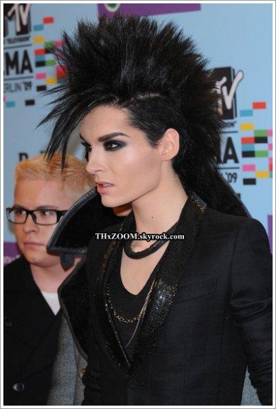 Loomee-tv.de  Tokio Hotel : Tom et Bill Kaulitz et la nuit du 24 novembre 2011. _____________(Traduction par Maya pour Tokio Hotel : le journal des fans.)