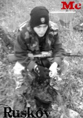 """"""" Ruskov """" Arme de soutien : Ak 47 monter arme de soutien (surnomée betty ) + rafika"""