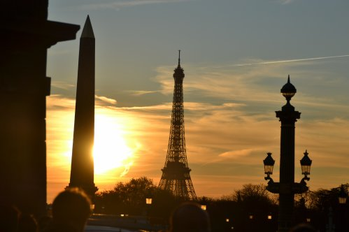 Être parisien, ce n'est pas être né à Paris, c'est y renaître.  Sacha Guitry