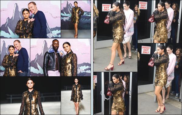 - ''•-11/09/18-'  Selena Gomez a été photographiée au défilé de « Coach » lors de la Fashion Week de New York ! Il ne faut pas oublier que Selena est l'égérie de cette marque ! Niveau tenue, je lui accorde un très grand top pour sa mise en beauté, quel est ton avis ?! -