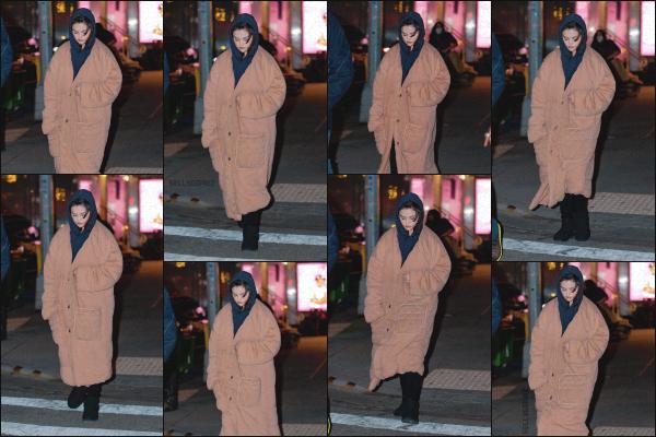 - 11/03/21 - New York, US'♡Selena G. a été aperçue se rendant sur le set de 'Only Murders In The Building' ! ➤ Selena continue son tournage dans laquelle elle joue le rôle de Mabel. J'ai très hâte de voir ce que va donner la miss. -