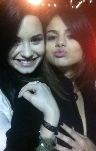 Photo de Selena Gomez et Demi Lovato à un dîner. (Poster par Selena)