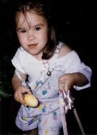 Sortie shopping + coiffeur pour Demi + Photo poster par Demi avec le message 'Joyeuse Pâques '