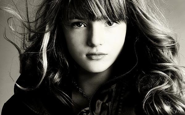 Bella Thorne trouve Demi L. courageuse + Demi : en studio pour enregistrer son nouvel album