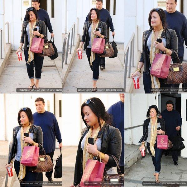 Demi arrivant à l'aéroport LAX