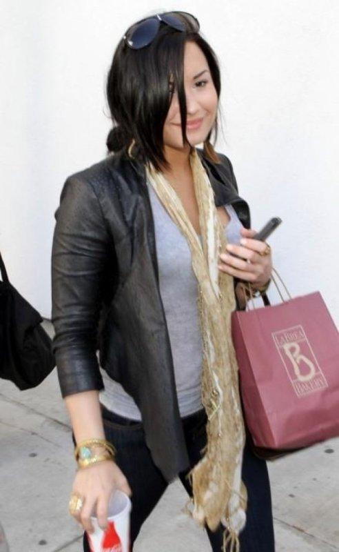 Chaque star se doit d'aimer ses fans autant, sans préférence. À chaque fois qu'une star va quelque part, elle doit donc dire quelque chose du genre « c'est le meilleur endroit sur terre ». Demi Lovato le fait mais ne nie pas avoir un faible pour New York.