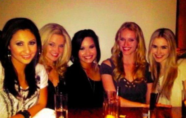 Demi Lovato : soirée entre copine