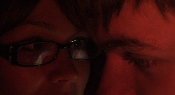 L'absence de tes yeux devant les miens, de ton visage proche du mien, de tes lèvres contre les miennes est pour moi le début d'une agonie amoureuse. [Franc  Anatole]