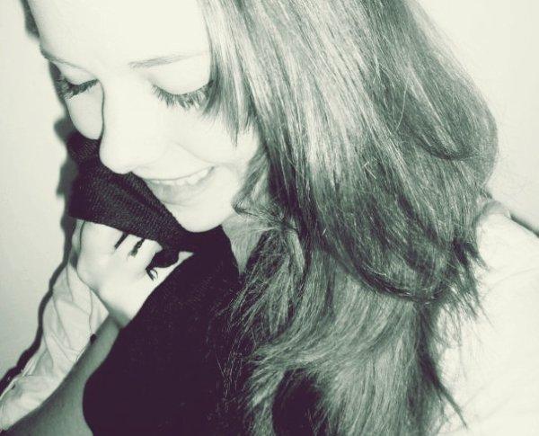 « Elle riait comme quelqu'un qui avait sérieusement réfléchi à la vie et qui avait compris la blague. »