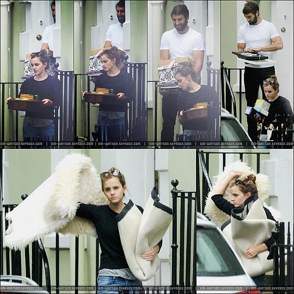 03/09/2014 : Emma a été aperçue dans Londres en compagnie de son petit-ami Matt.