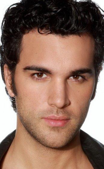 Il joue dans la série Dallas, nouvelle génération (Juan Pablo Di Pace)