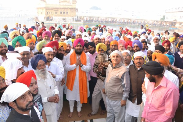 Bajwa prays for peace in Punjab at the Golden Temple