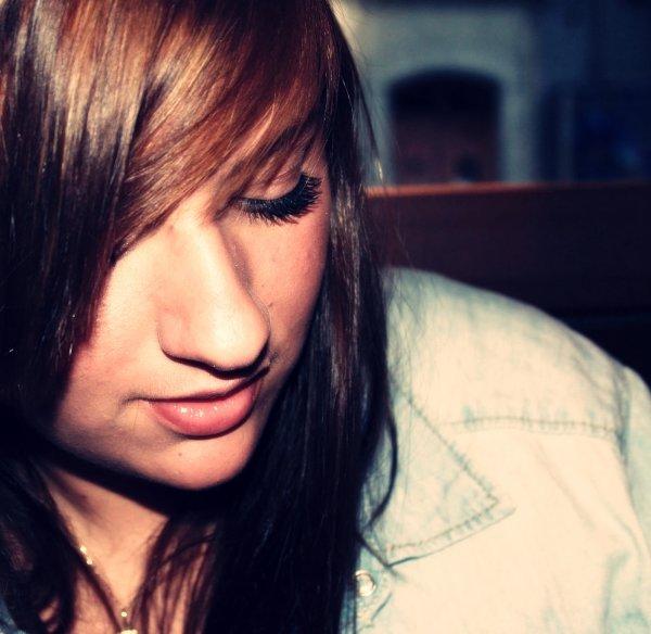 Rose - A l'envers : Je fais aller, je fais courirDe fausses idées, un faux sourireJ'ai des problemes d'apesanteurJe sens qu'le ciel ecrase mon coeur