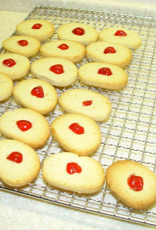 Le temps est venu de confectionner les petits biscuits de noël ....... Die Zeit ist gekommen, um kleine Weihnachtsplätzchen zu machen.