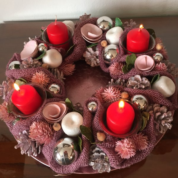 Dimanche prochain, nous allumons la troisième bougie de l'Avent.  Kommenden Sonntag werden wir die dritte Kerze des Advents anzünden…