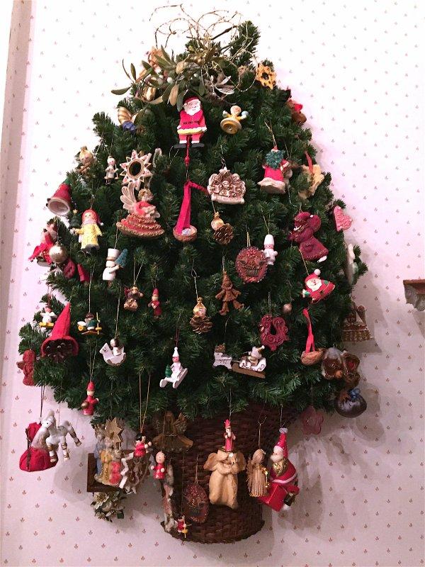Décoration de noël, style Bavière, dans le  corridor de la maison …  Dekoration von Weihnachten, Stil Bayern, im Korridor des Hauses…