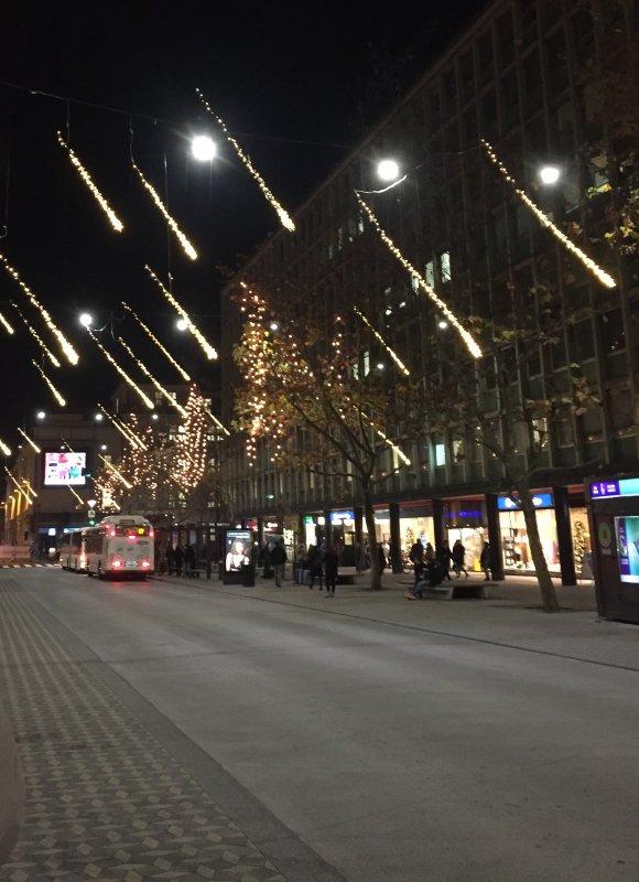 Les grandes avenues sont couvertes d'étoiles filantes.................. Die großen Avenuen sind mit Sternschnuppen gedeckt ...
