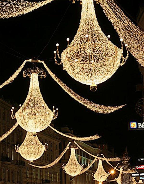 Quand la ville illuminée se pare de ses plus beaux atouts............... Wenn die beleuchtete Stadt auf seiner besten Seite sich stellt...