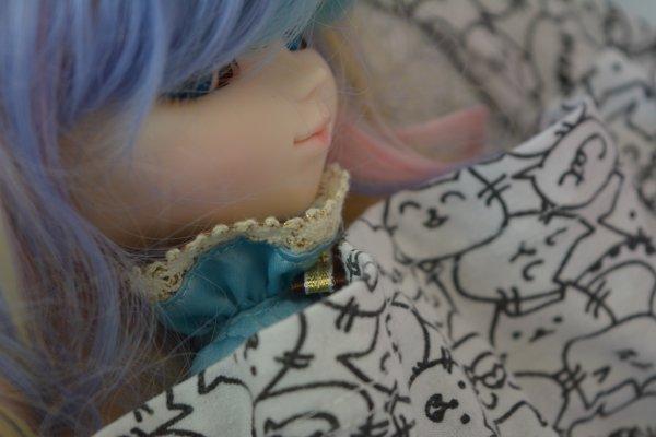 Séance photo de Mitsue qui se prend pour un chat et qui fête Paques en avance